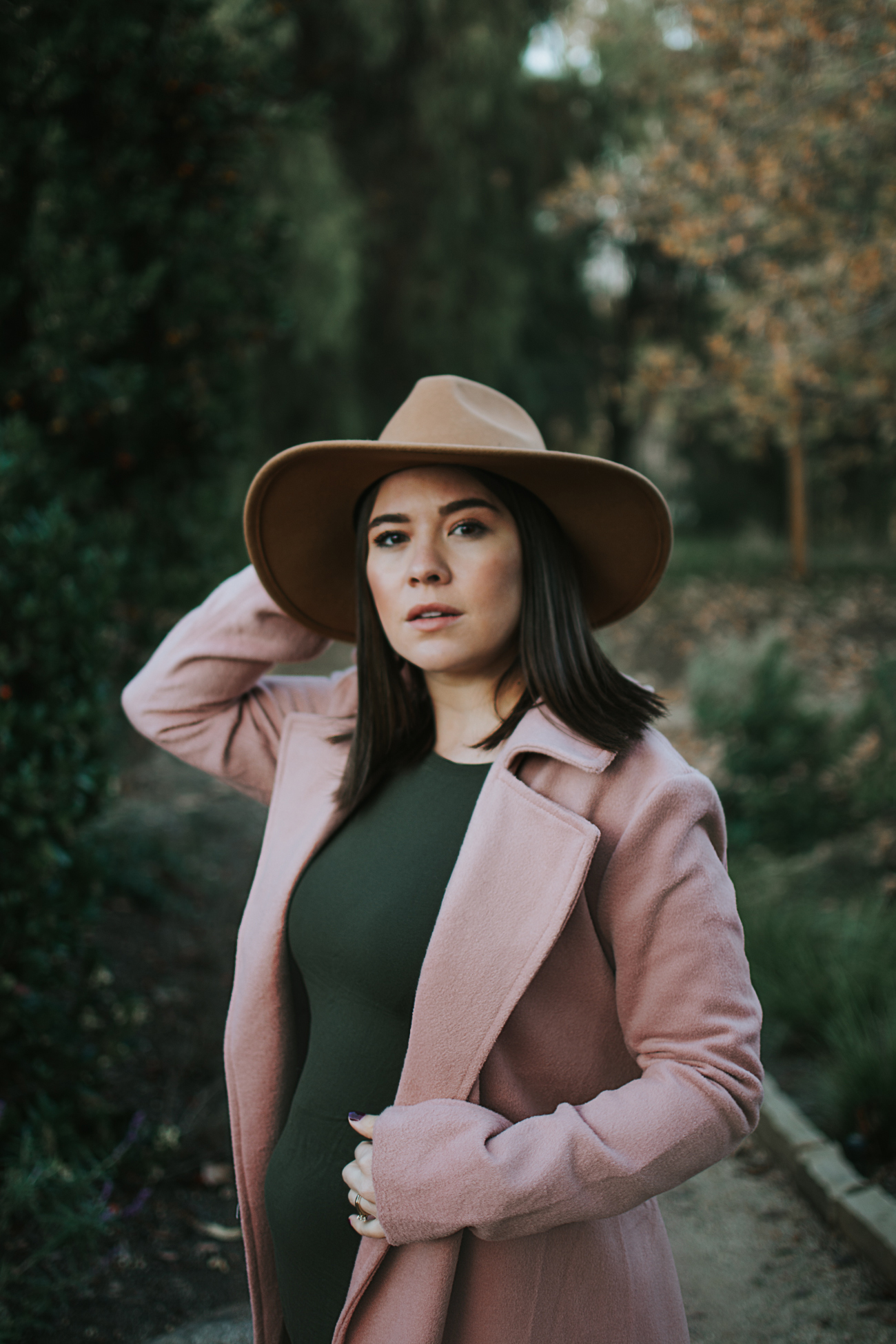 How to Wear Non-Maternity Clothes While Pregnant via. The Pacific Standard | www.thepacificstandard.com