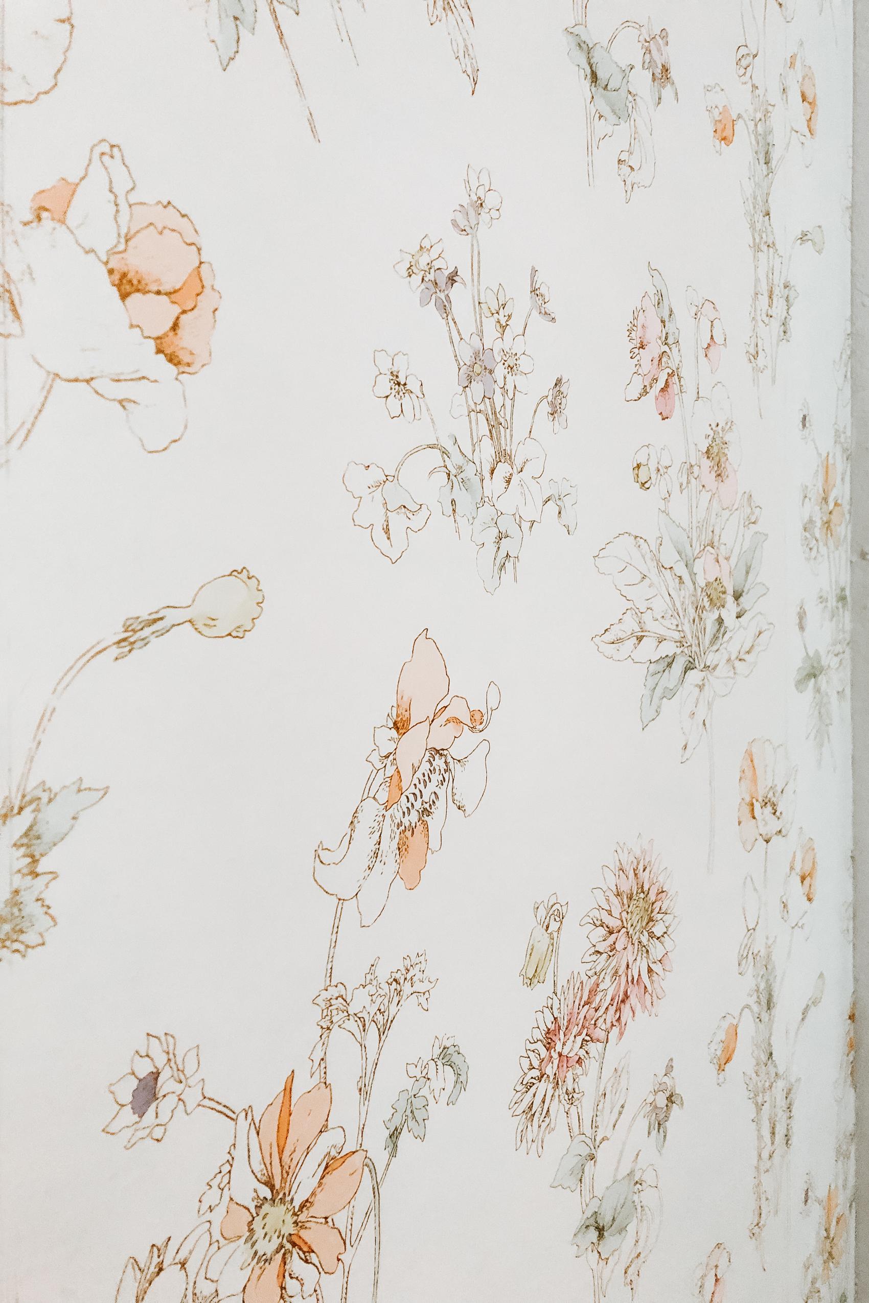 Nursery Closet Reveal with Rubbermaid via. The Pacific Standard   www.thepacificstandard.com #nurserytour #nurseryidea #nurserywallpaper