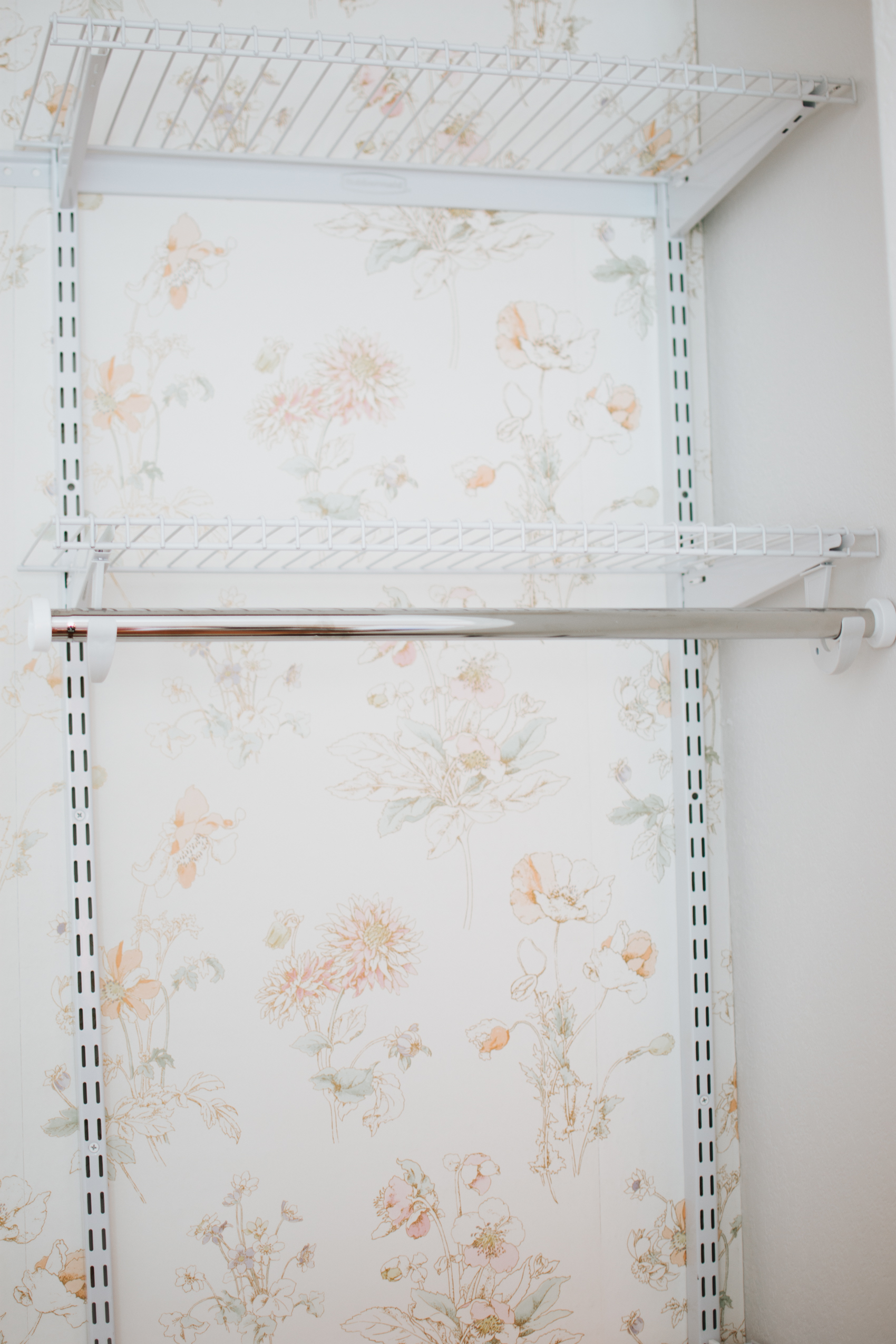 Nursery Closet Reveal with Rubbermaid via. The Pacific Standard | www.thepacificstandard.com #nurserytour #nurseryidea #nurserywallpaper