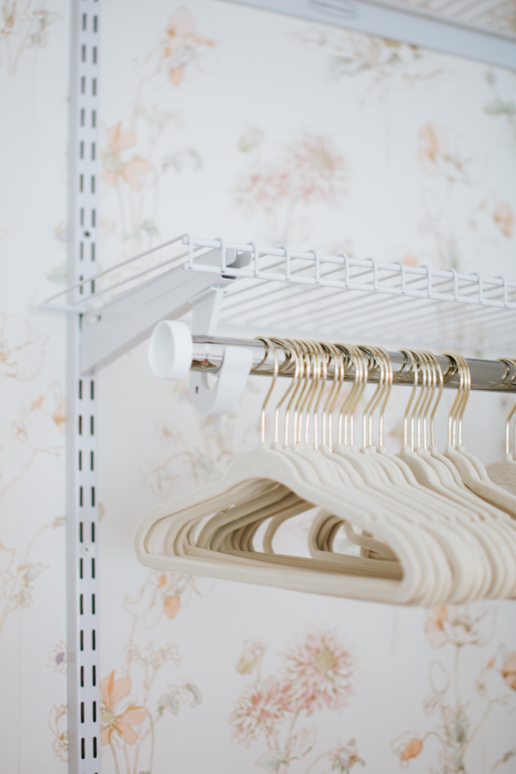 Nursery Closet Reveal with Rubbermaid via. The Pacific Standard | www.thepacificstandard.com #nurserytour #nurseryidea #nurserywallpaper #rubbermaid