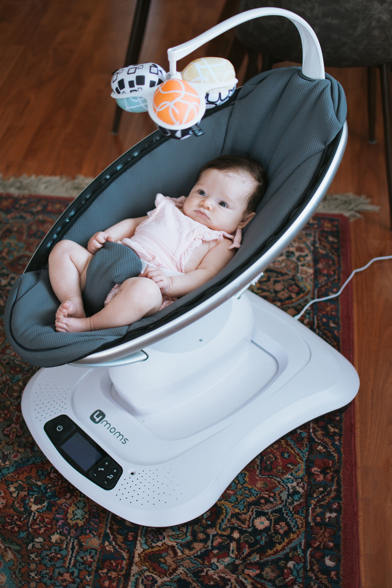 4Moms Mamaroo Review via. The Pacific Standard | www.ThePacificStandard.com