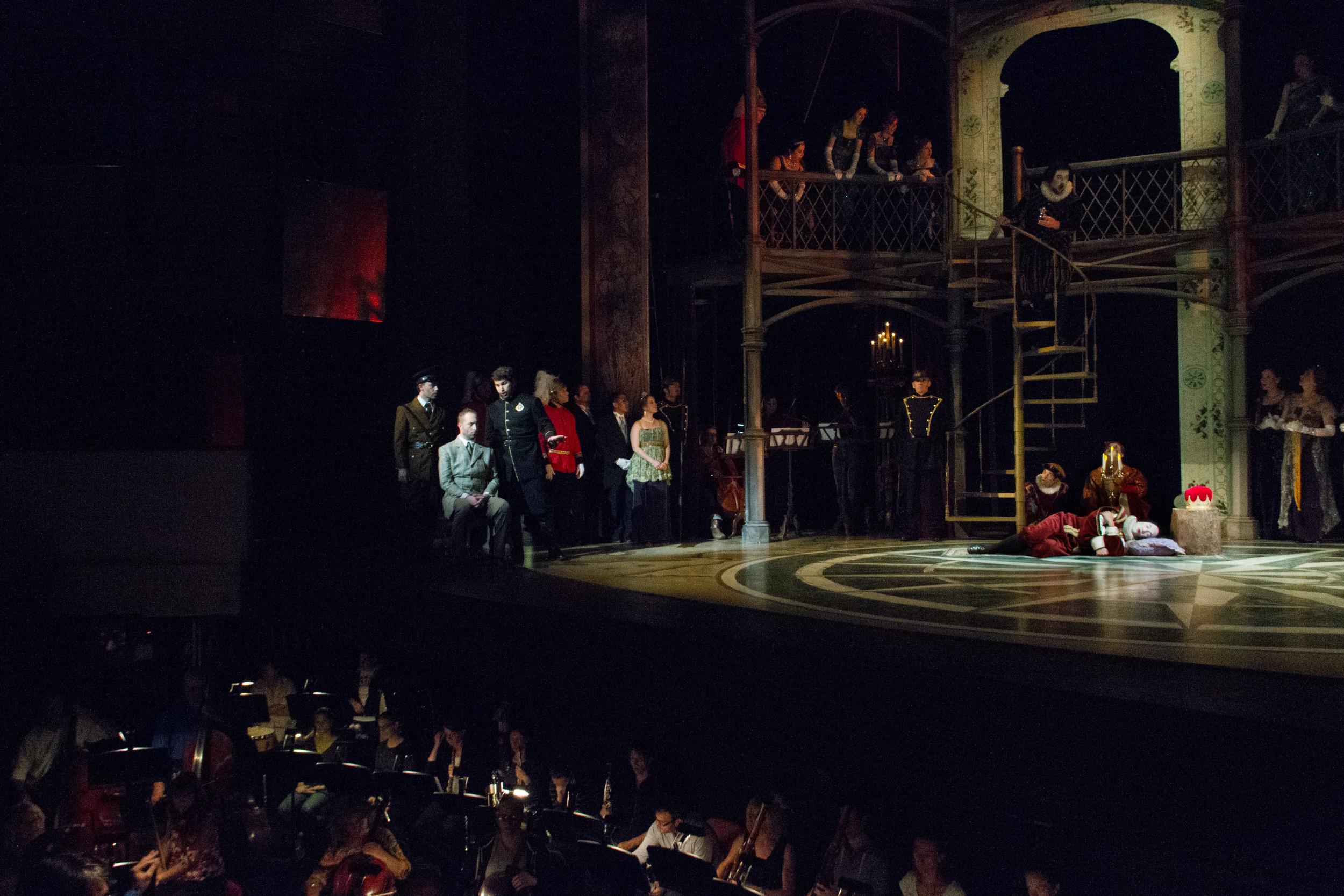 Watching Hamlet's murderous play