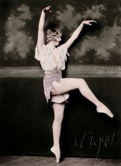 6b3cc390d6d5b399a6f65052821a8f1d--helen-hayes-vintage-ballerina.jpg