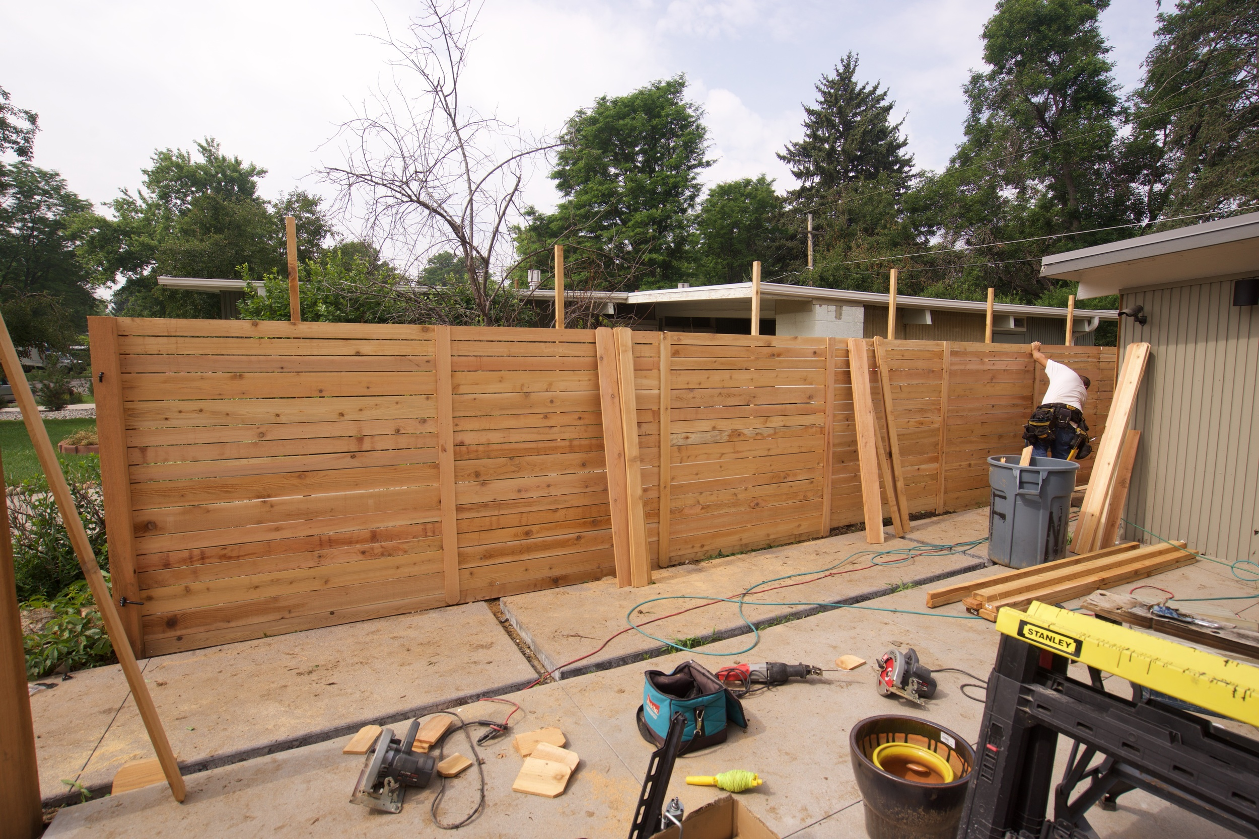 Side and rear cedar fence pattern - note the cover boards & mid-span stiffeners