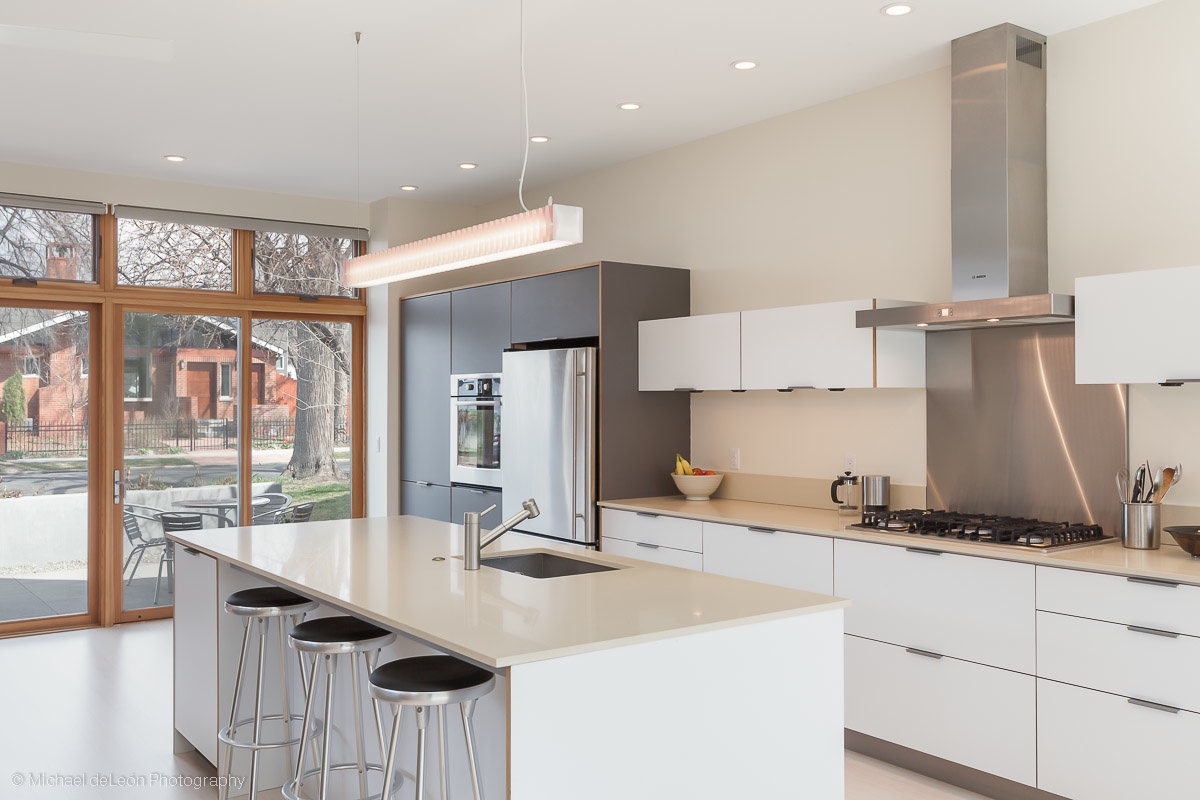 Once upon a time we owned and enjoyed a Henrybuilt kitchen. Check out our  Platte Park Modern  Project  Photo by Michael de Leon Photography.
