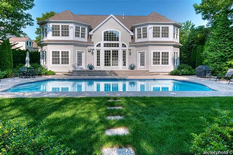 Perfectly symmetrical swimming pool