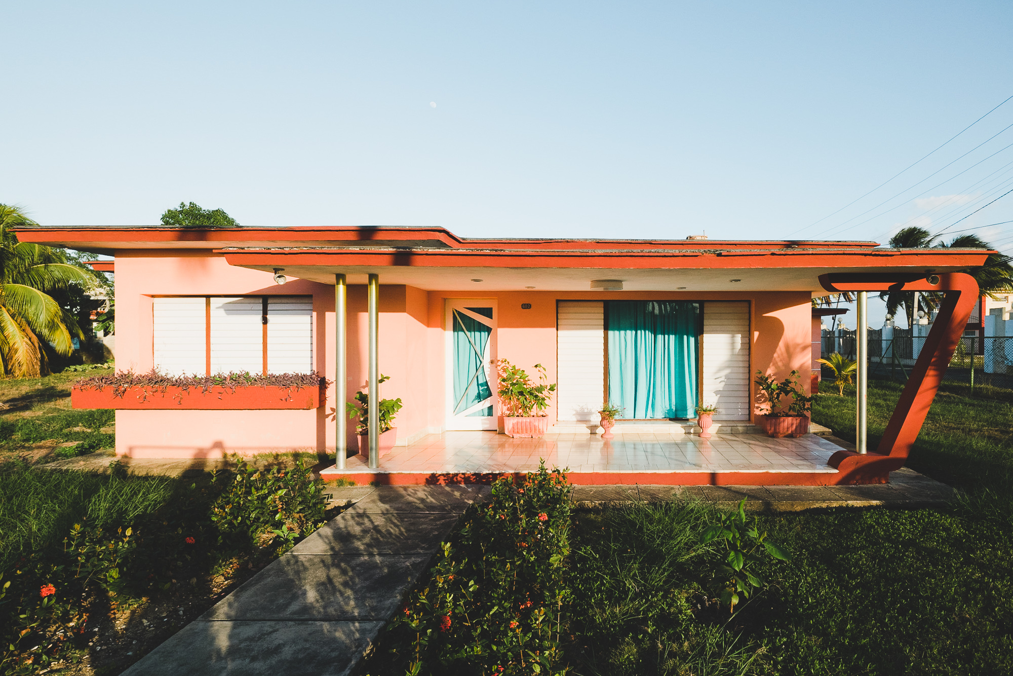 Beautiful modernist villas at Calle 37 (note the golden pillars!)