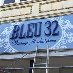 Bleu 32 Sign design and painting