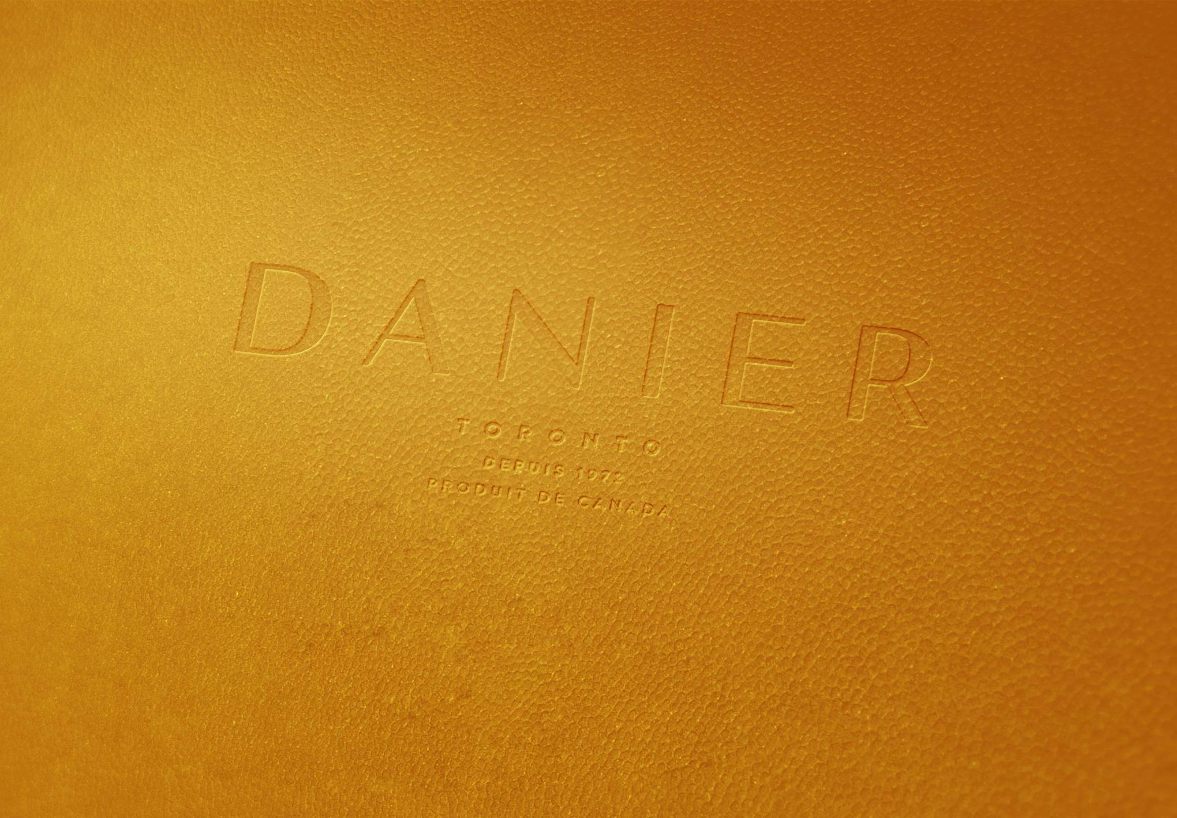 Danier_Leather_mandarine.png