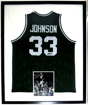 Magic Johnson Signed Michigan State Spartans Jersey - PSA DNA COA Authenticated - Professionally Framed with 8x10 Photo 34x42
