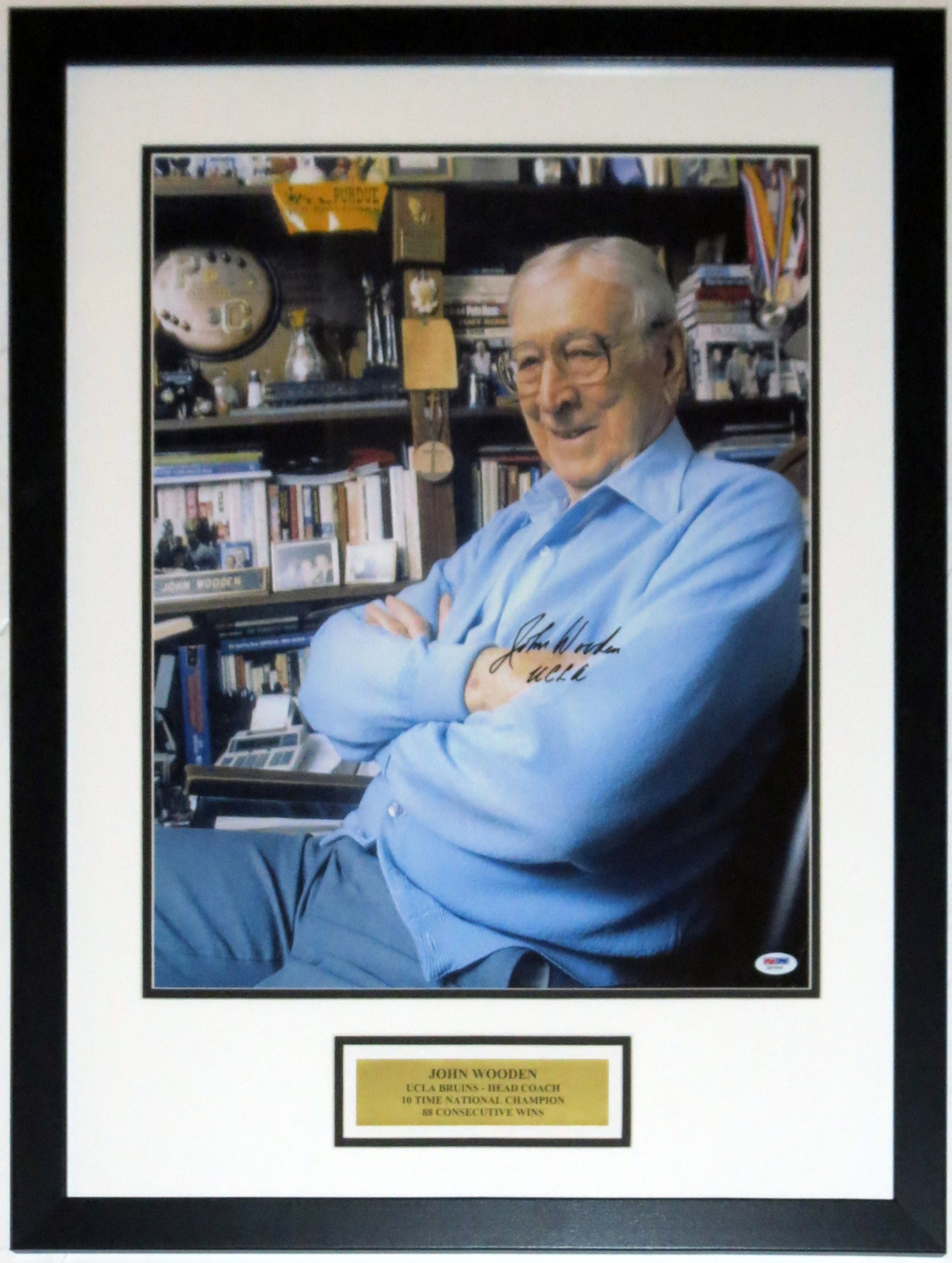 John Wooden Signed UCLA Bruins PSA DNA COA Authenticated - Professionally Framed & Plate