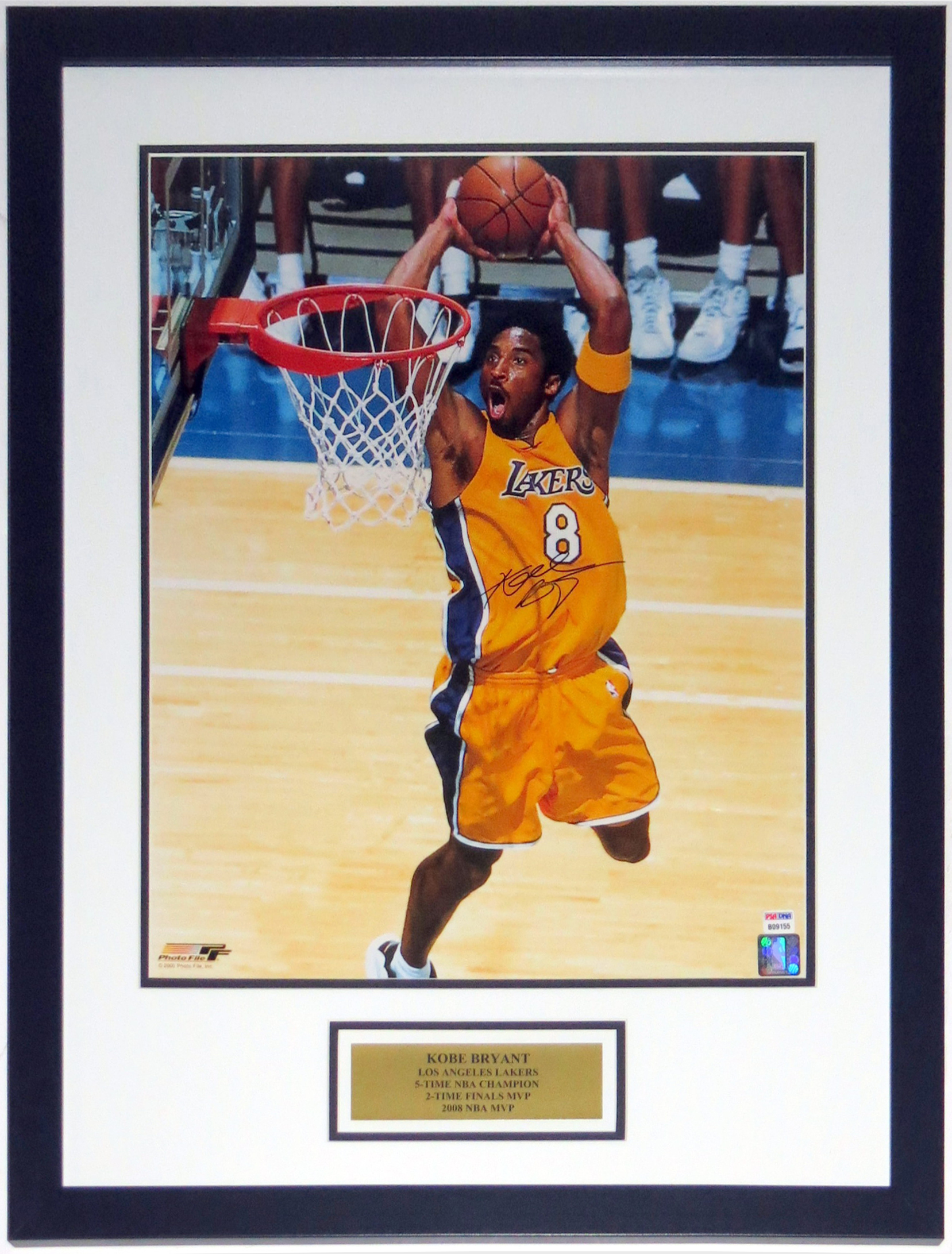 f9b79e7a23f Kobe Bryant Signed Los Angeles Lakers 16x20 Photo - PSA DNA COA  Authenticated - Custom Framed