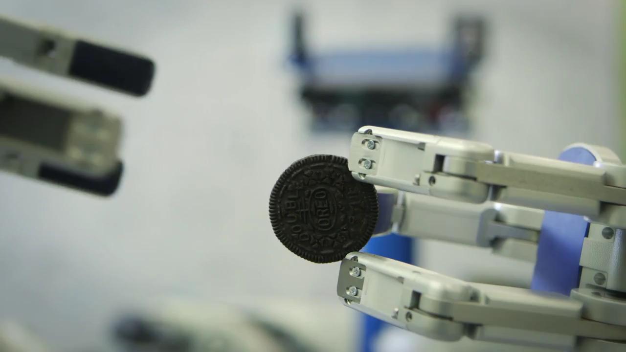 OREO Separator Machine #4: Robotic Butler HERB  by Siddhartha Srinivasa, Jennifer King, Pras Velagapudi