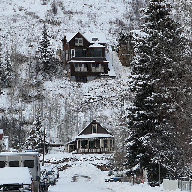 Overlooking. #seasons #snow #winter #underpressure #snowedunder #telluride