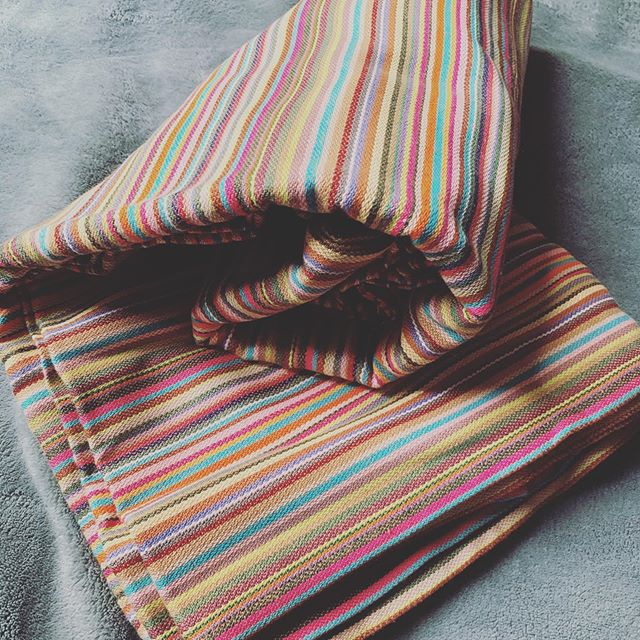 In my opinion this is my favorite BBSlen color way of all time 💜🧡 #pineaaple #babywearinggeekery #babywearing #wovenwrap