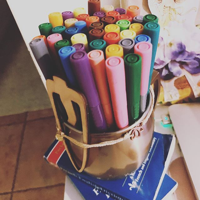 Getting the color pens out for some project planning! Everything is more fun with some color! 🌈 We are trying to nail down dates for Foundations Trainings in 2020. We curious, are you interested in day evening or weekend online training? Any preferences? Also let us know your time zones. Comment or message us with your input :) thanks 🙏🏽