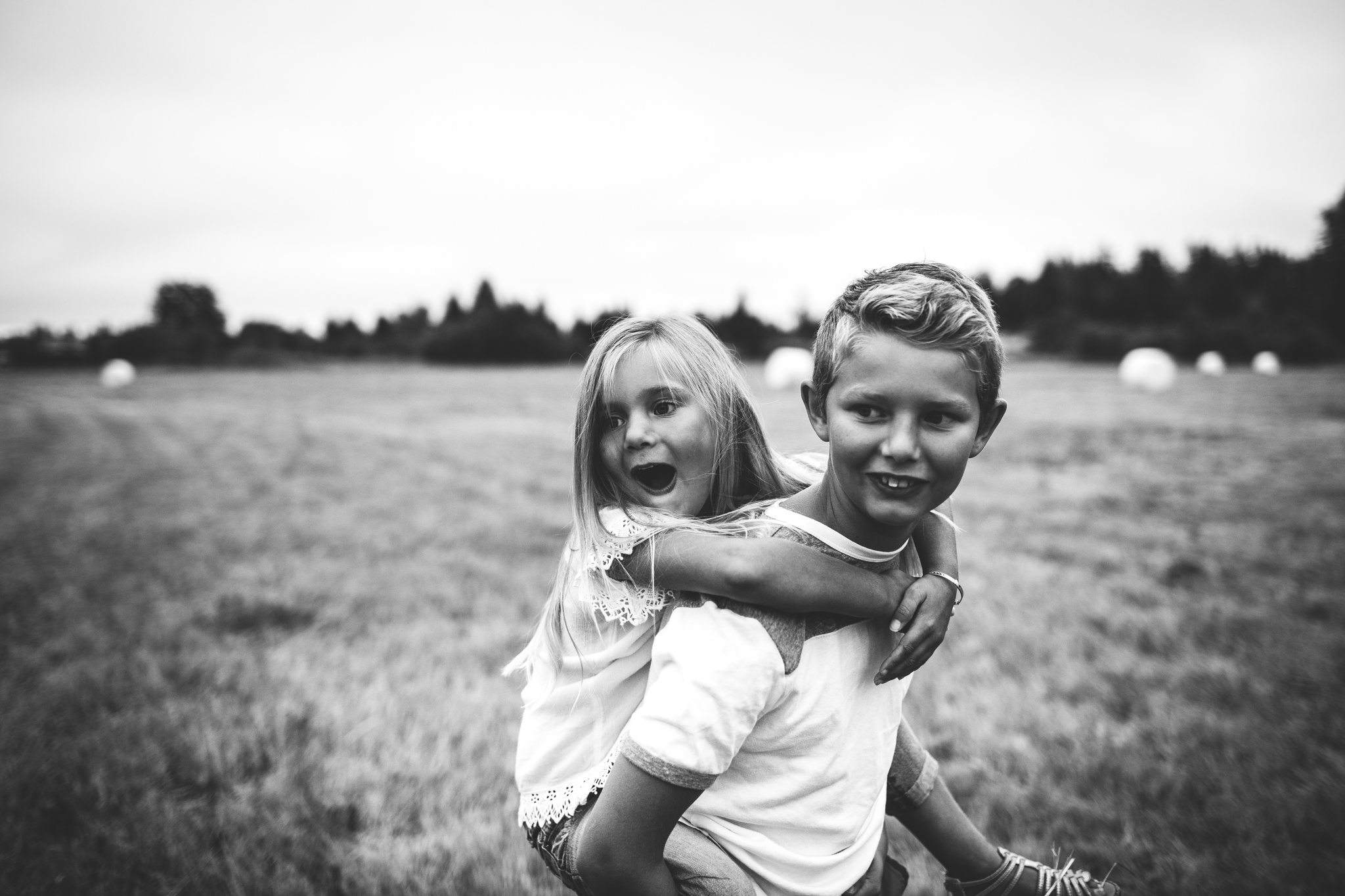 Outdoor Family Session in Seattle Washington. | Photo by Dannie Melissa Wit of Abeille Photography. abeillephotography.com | Seattle Portrait Photographer | emotional family photos | connection | Lovely portrait | sibling portraits | documentary | Raw natural beauty | Inspiration | Mother and daughter | Father and son | brother and sister | Pacific Northwest | Real | Day in the life | life photography | artistic lifestyle photography | Photographs | Document the journey | Natural light
