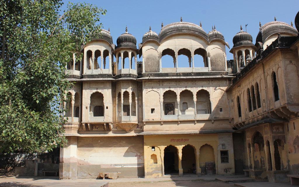 Hindu temple built in Islamic style, Nawalgarh, Shekhawati Photo credit:  Nagarjun Kandukuru
