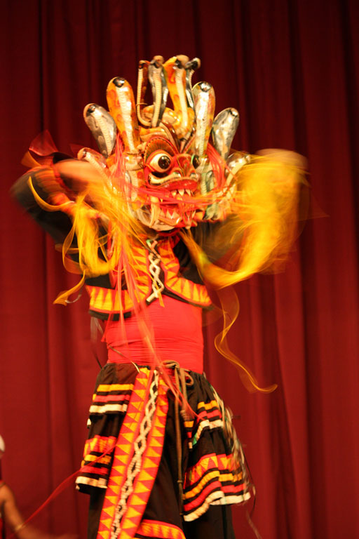 Dance performance, Kandy Photo credit:  Arian Zwegers