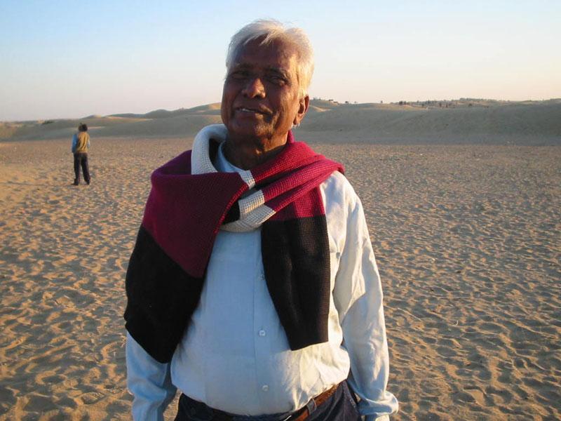 Kite master Babu Khan at the dunes of Jaisalmer Photo courtesy Ajay Prakash