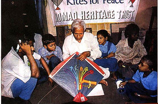 Babu Khan at a kite workshop with children in Mumbai Photo courtesy Ajay Prakash