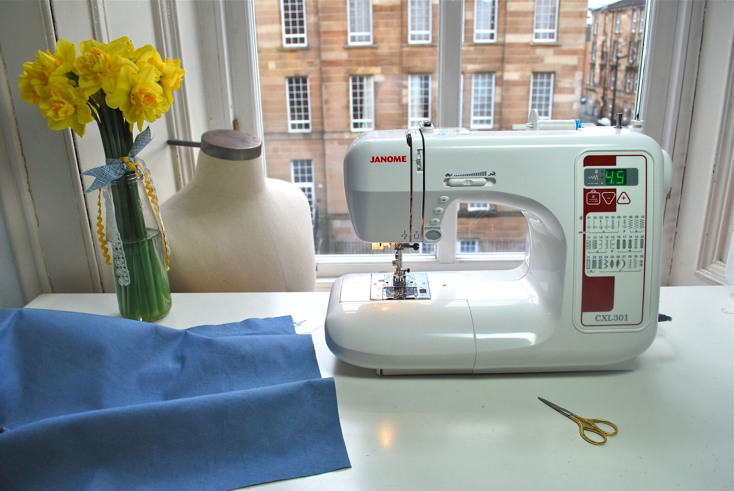 Just about to gather the waistline of version 1. My sewing machine stitch length is set to 4.5mm.
