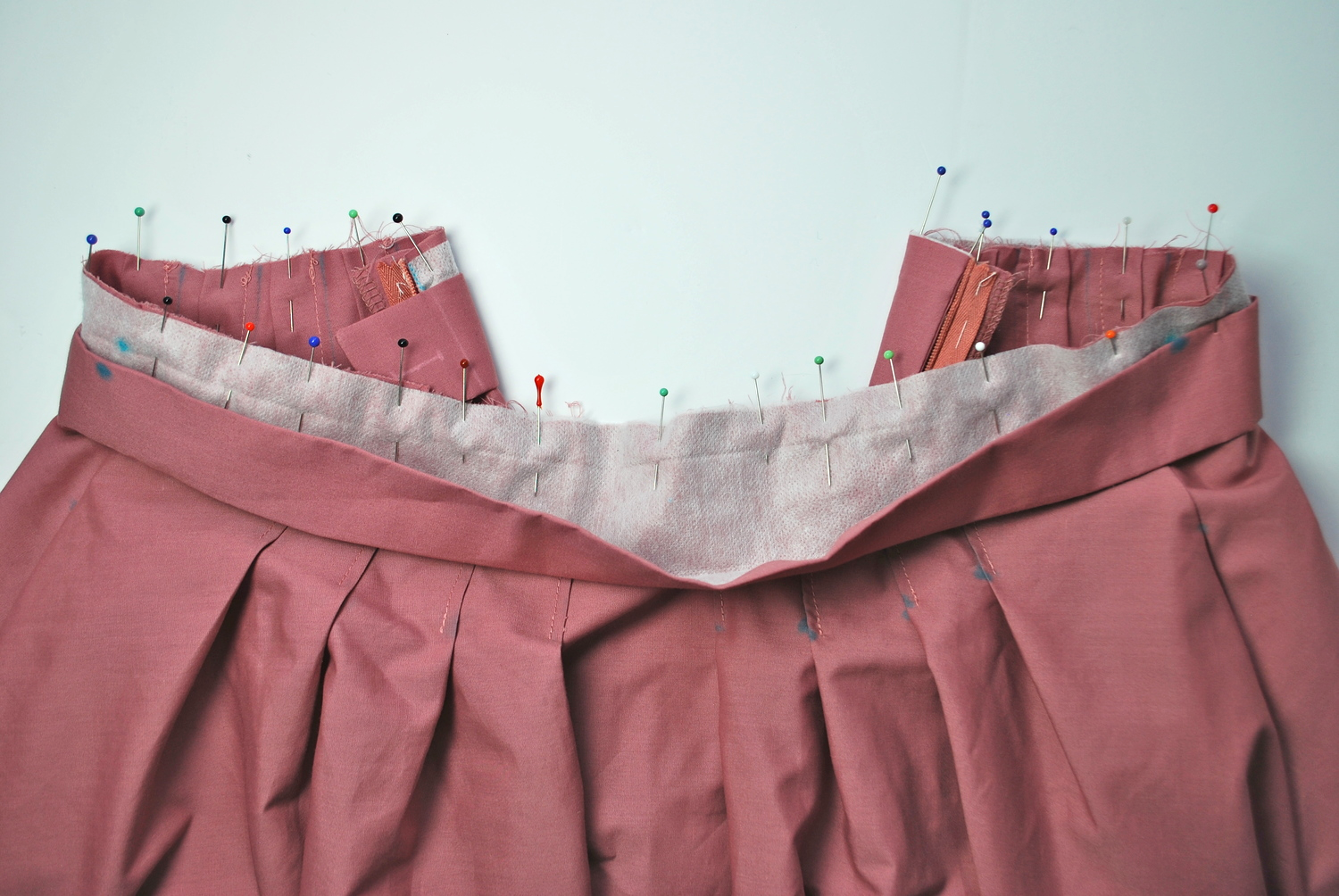 Waistband fully pinned to the skirt.