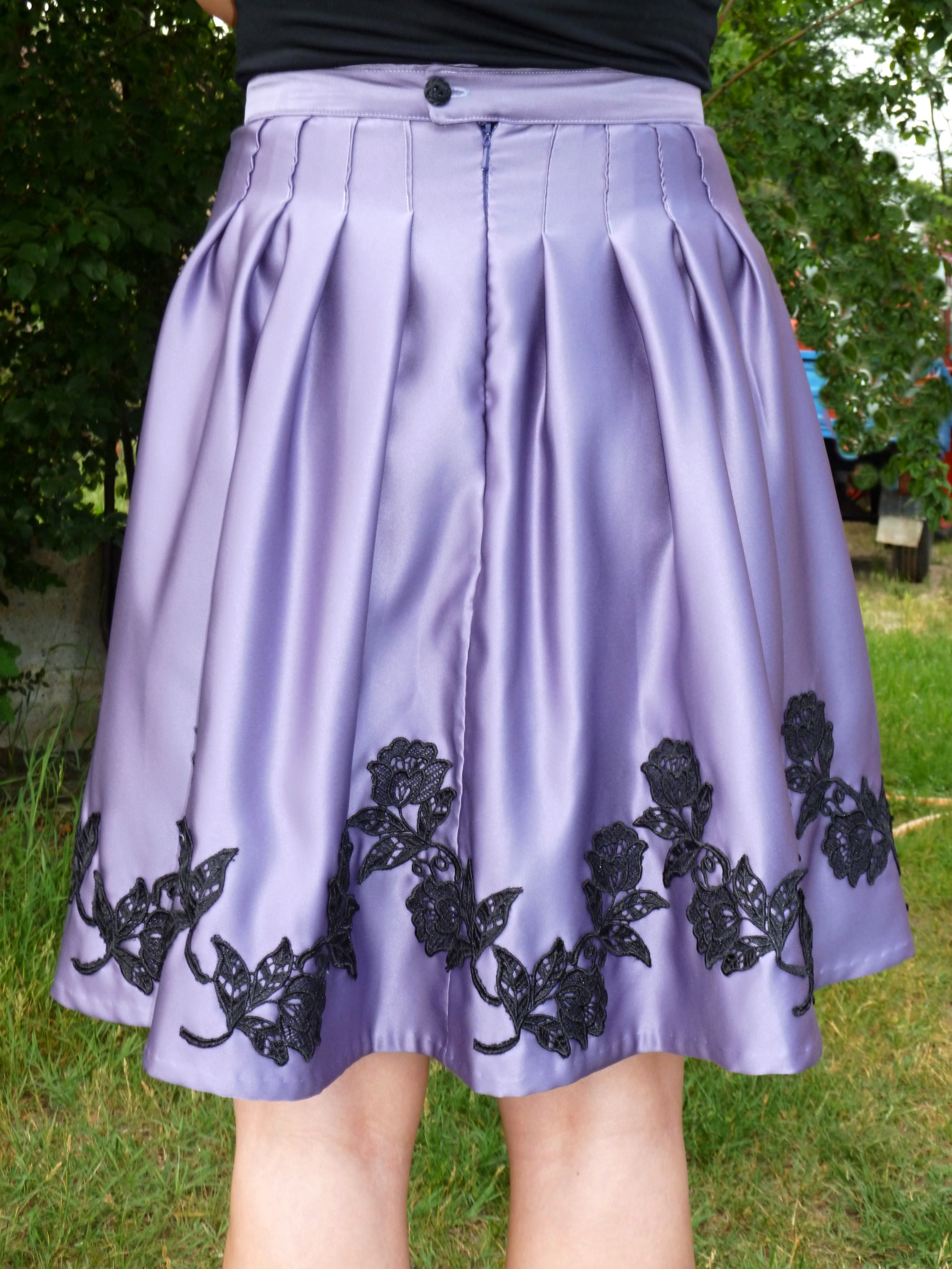 The skirt back with zipper and button closure