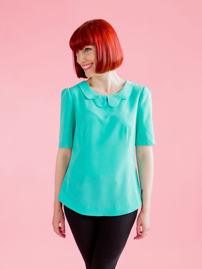 ORLA  Tilly & The Buttons  Orla is a semi-fitted shift top with delicate details offset by a modern exposed zip. Classic at first glance,a closer peek reveals a wealth of interesting design details to develop your sewing repertoire.  The bodice is shaped by curved French darts at the front, with contour and shoulder darts at the back for a great fit. The booty-shielding dipped hem is finished with a facing.