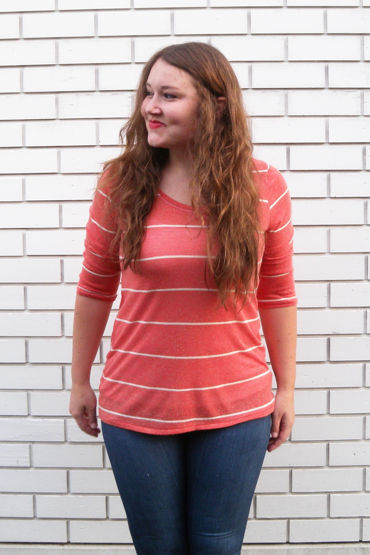 LARK TEE  by Grainline  A t-shirt for women sized 0-18 (US) and A-cup to B-cup.  A tee with a modern, slim fit ideal for layering. It's great on its own or under your favorite button up, sweater, or blazer. All four sleeves are interchangeable with each of the necklines resulting in 16 potential different tees in one pattern!