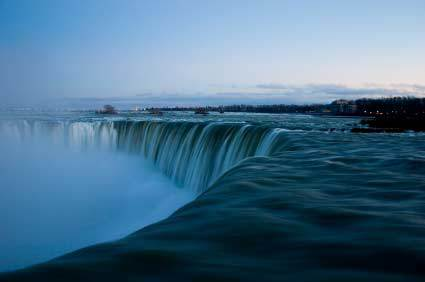 Niagra Falls, Canada in the evening