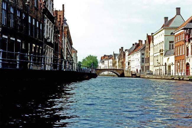 A bridge over a quiet Brugge canal