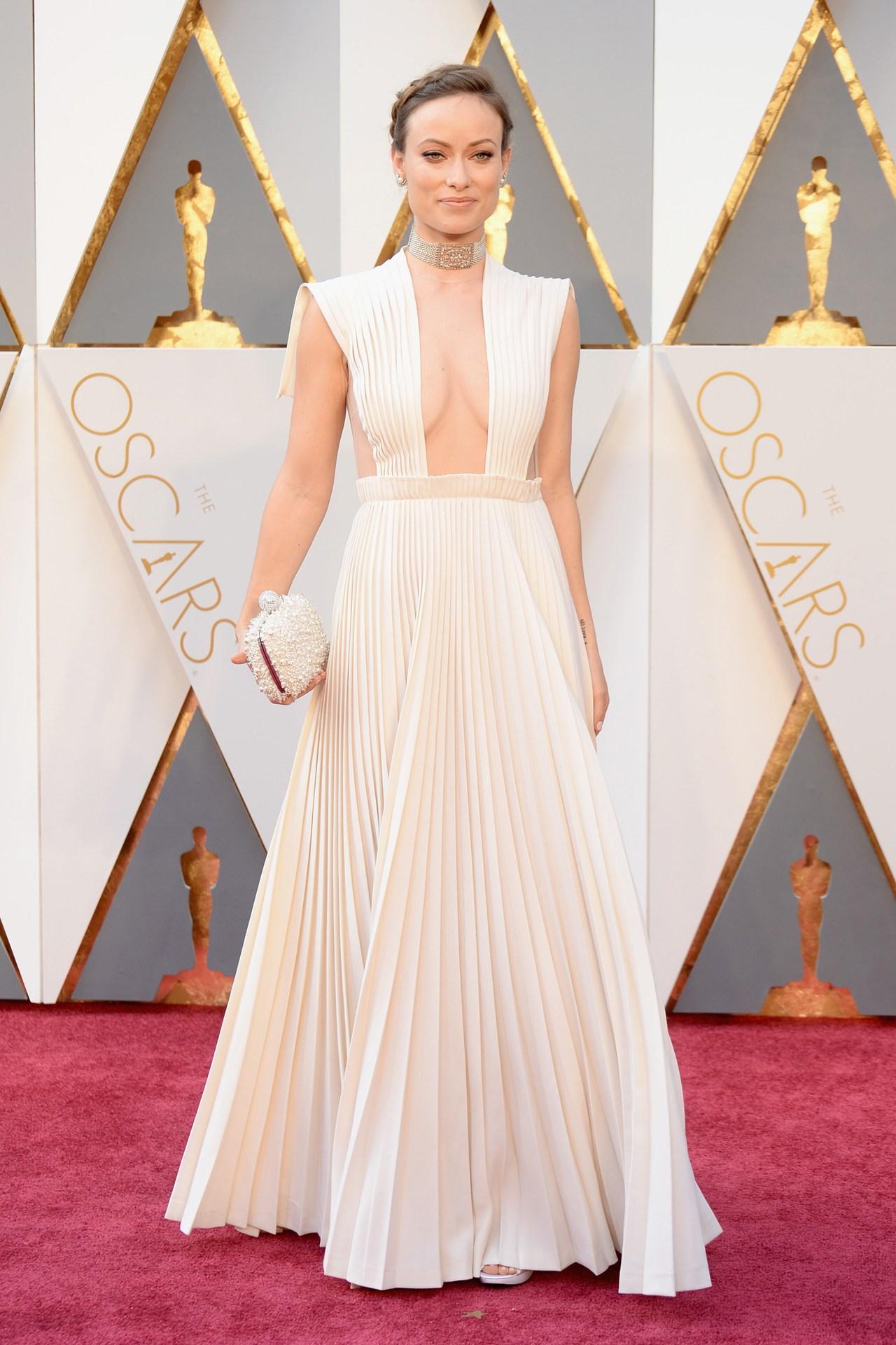 Olivia-Wilde-Oscars-2016-Red-Carpet-Vogue-28Feb16-Getty_b.jpg