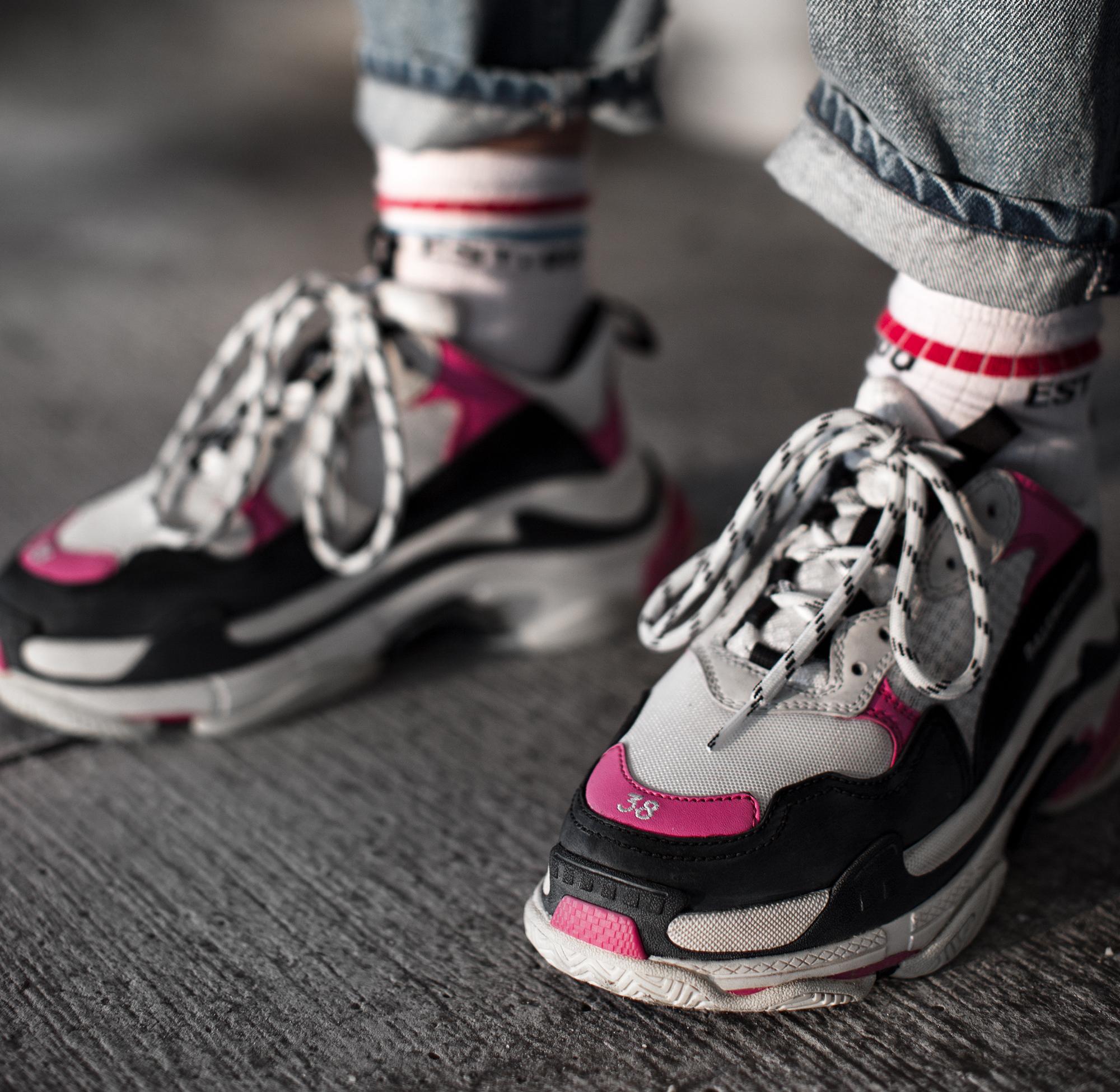 black-palms-balenciaga-triple-s-sneaker-pink-streetstyle-denim-fashionblog.jpg