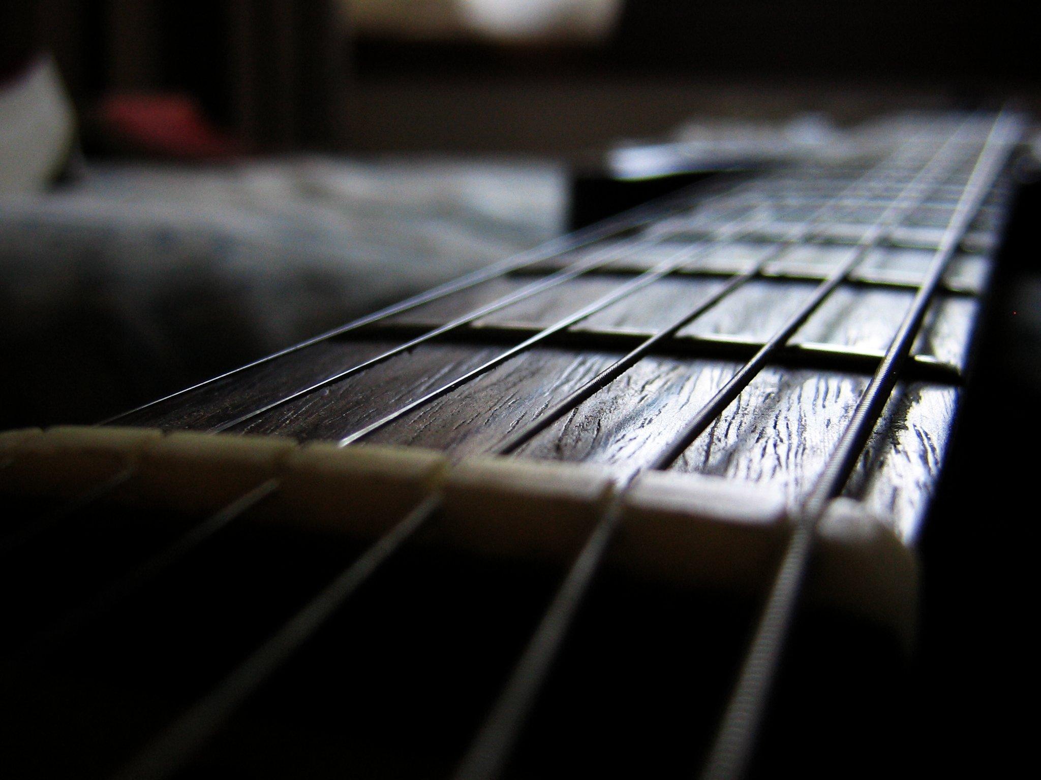 My guitar at evening  by  Mattia Belletti ,  Attribution 2.0 Generic