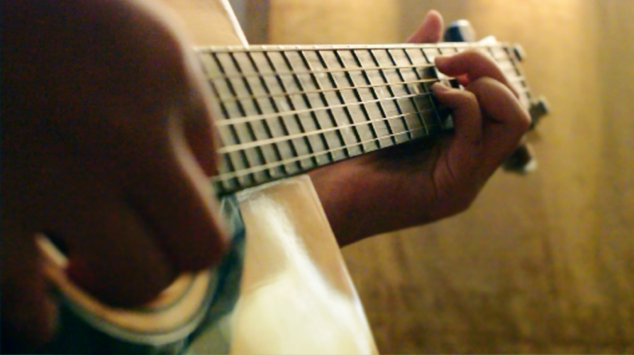Guitar  by  Angela Quitoriano,   Attribution 2.0 Generic