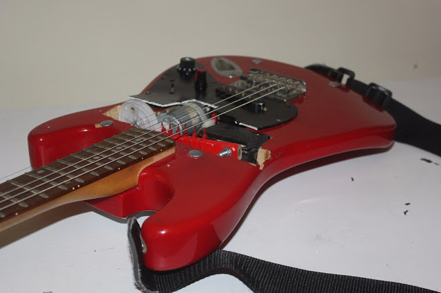 Self-strumming guitar 01.jpeg