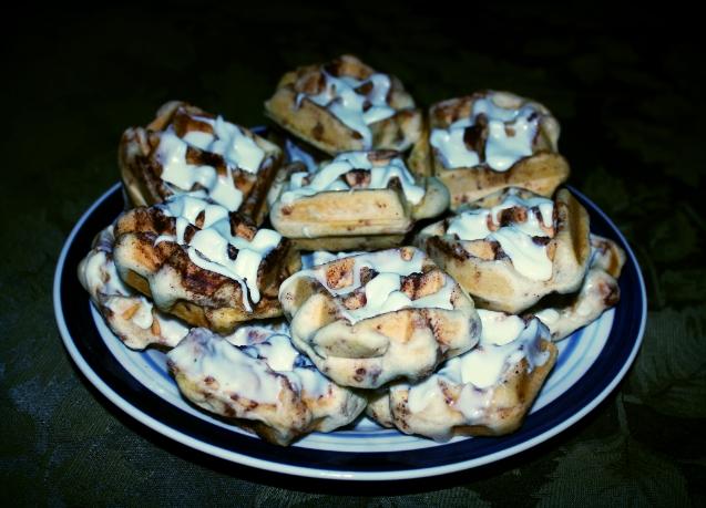 Thursday morning brunch: Cinnamon Roll Waffles