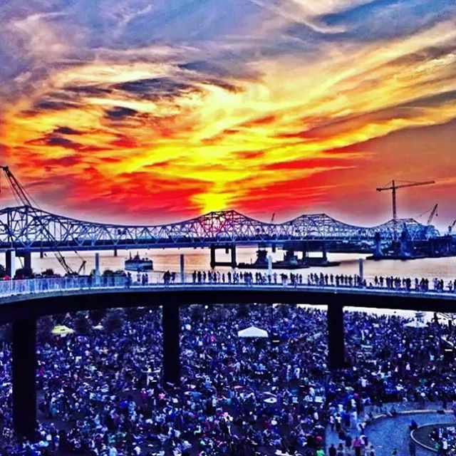 💖 YES!!!!! @919wfpk Independent Louisville just announced the first #WFPK #WaterfrontWednesday of the season! #Louisville's favorite outdoor concert series returns on April 24th to the Big Four Bridge at Louisville Waterfront Park with performances by #LucyDacus, #Darlingside, and the #MamaSaidStringBand! We'll see y'all there! 🤠 . . . . . 📸 by: @louisvillemusiculture #louisvillemusic #louisville #bigfourbridge #waterfrontpark #free #familyfriendly #allages