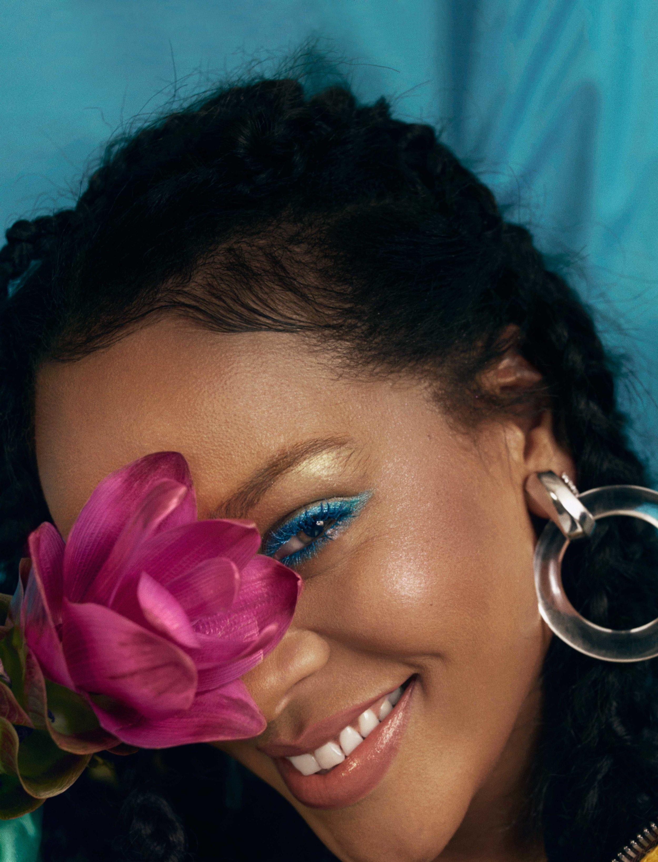 AL100118Cover_Rihanna04a.jpg