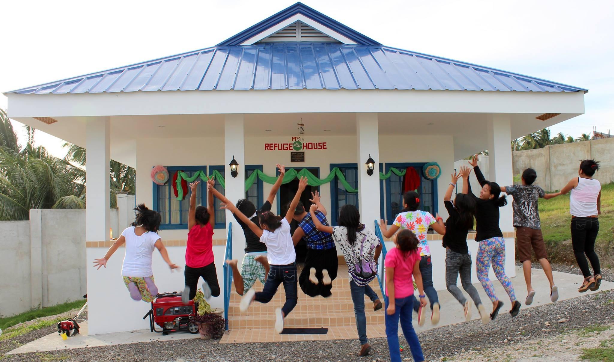 The amazing girls of My Refuge House!