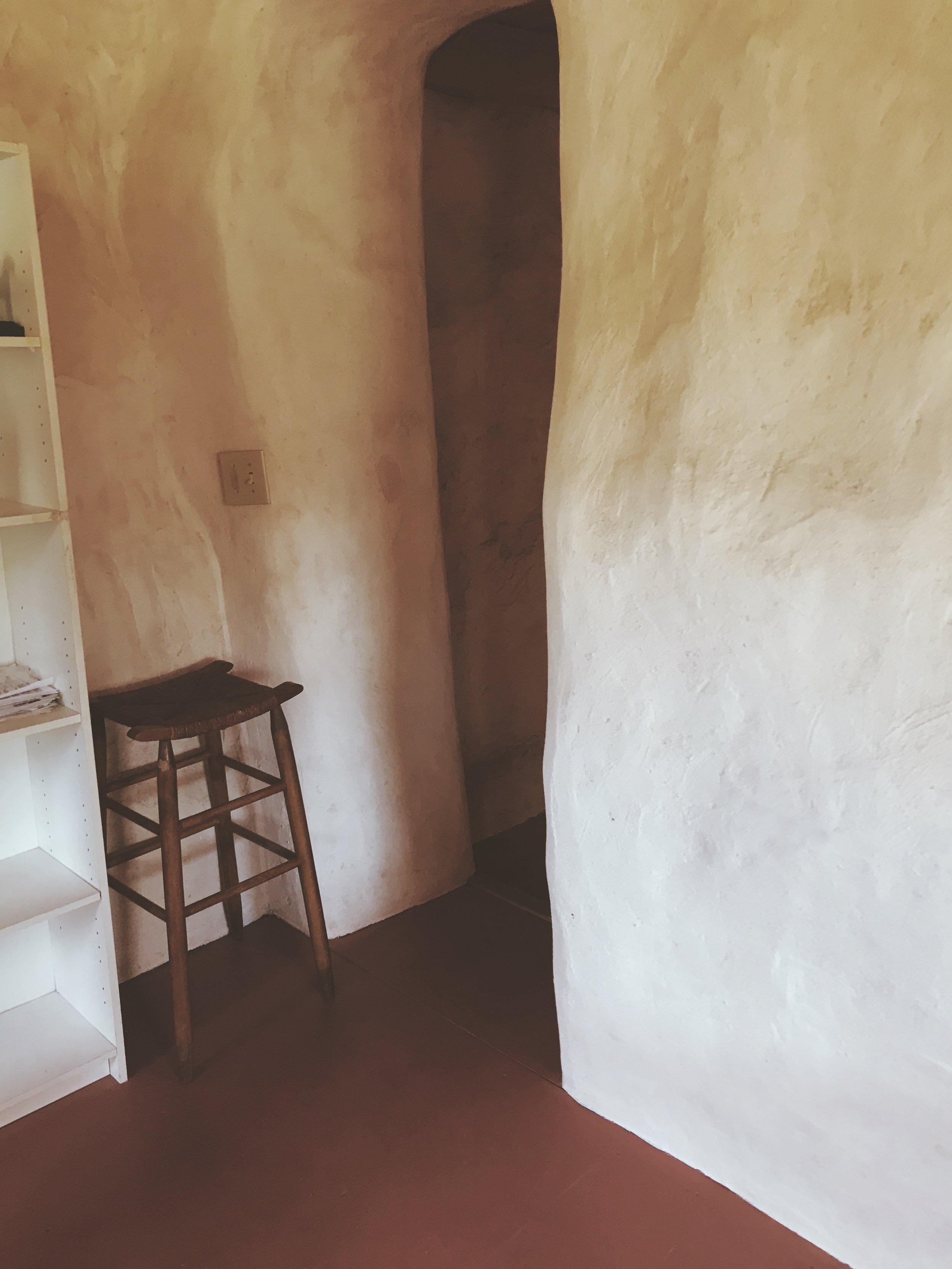 Cob house interior | Tree Talker Art