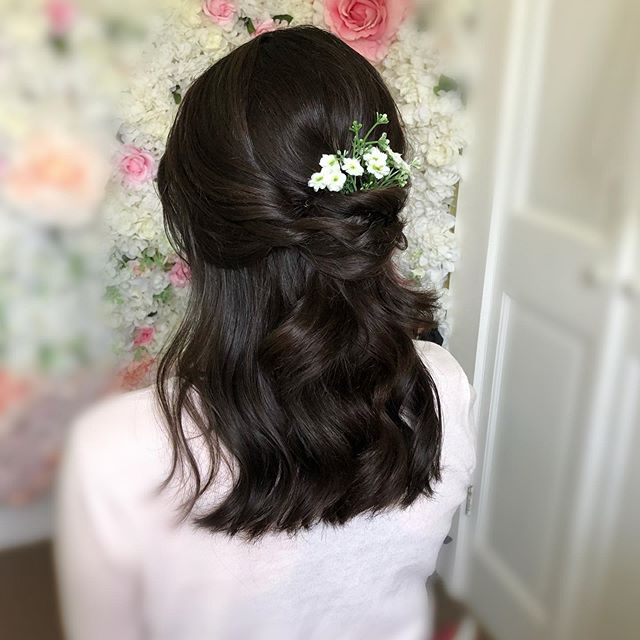 Soft curls half-up half-down wedding hairstyle for dark hair  Hair by @yintomstudioweddings