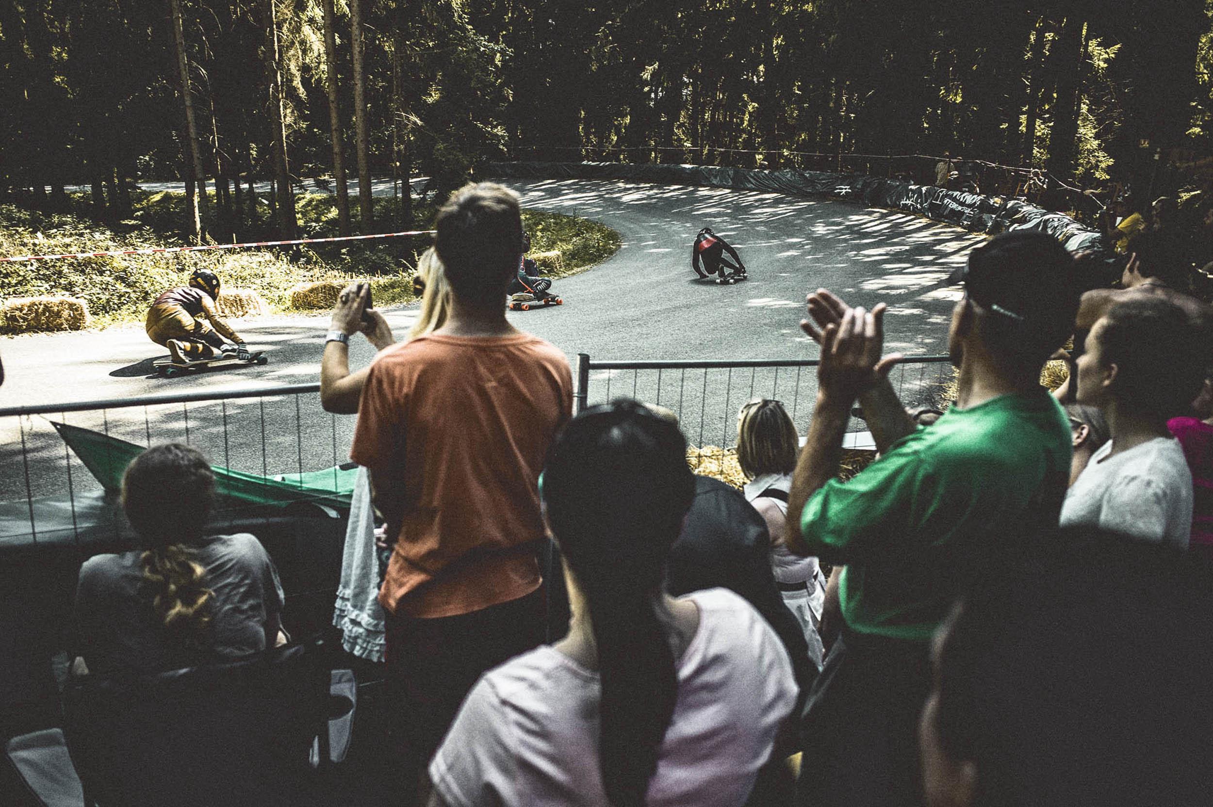 seifertuebler-corporate-risch-aerohelmets-handcraft-downhill-skateboard-19.jpg