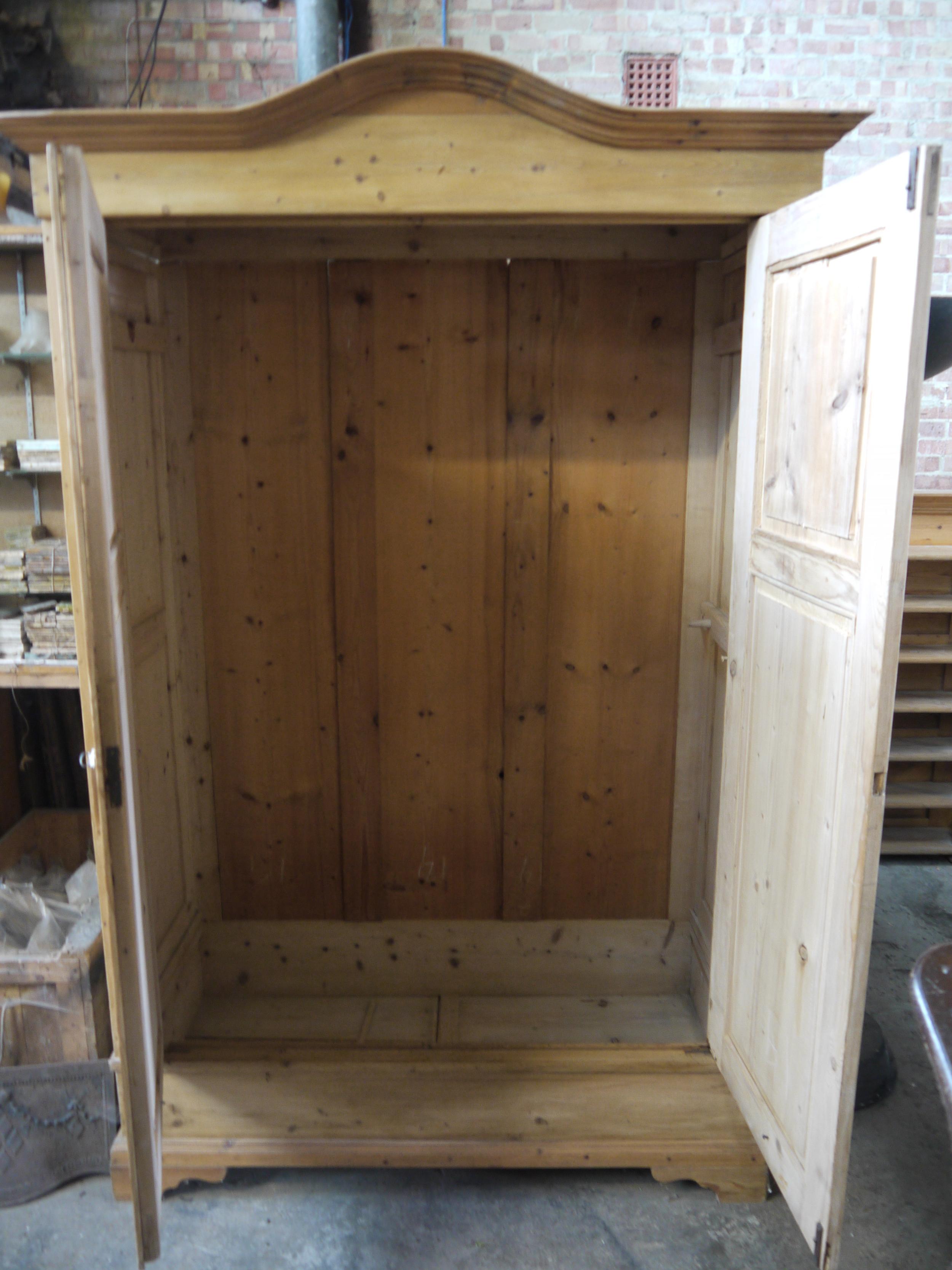 P4 03 1900 Pine 2 door wardrobe (4).JPG