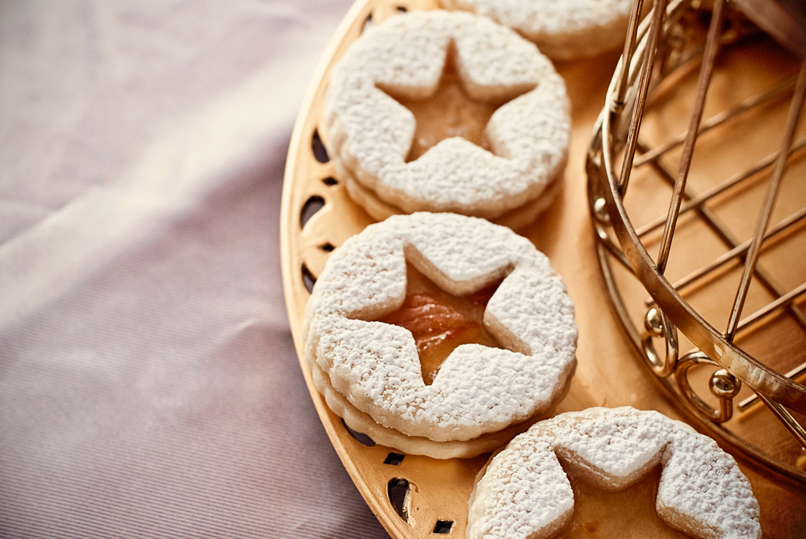 Birds of a Feather: Peacock & Gold Golden Glam Retro 20's Holiday Dessert Table