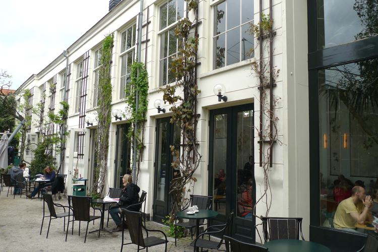 The building was established in 1875 as lecture hall. It was remodeled as an orangery (storage place for citrus plants) around 1915 but now serves as the The Orangery Museum Cafe. All the dishes on the menu consist of pure organic ingredients.