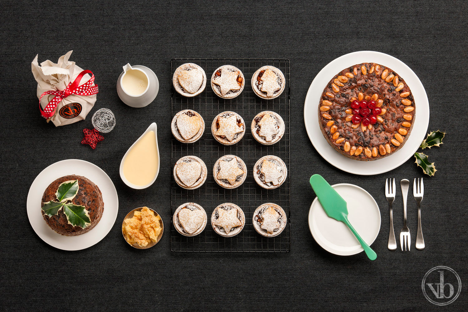 Special occasions require specialty treats made from seasonal ingredients. Our range of signature hot cross buns signal Easter's approach, our hand-made Trophy Winning Christmas Puddings and fruit mince tartlets are the taste of Christmas, whilst our festive cupcakes and desserts for Father's Day, Mother's Day and even Halloween ensure that you have the perfect treat to share with friends and loved ones.