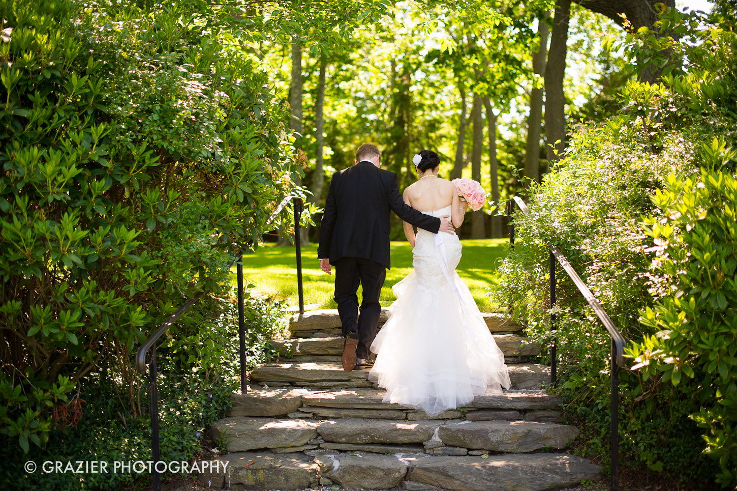a romantic wedding at The Chanlet at Cliff Walk by Grazier Photography