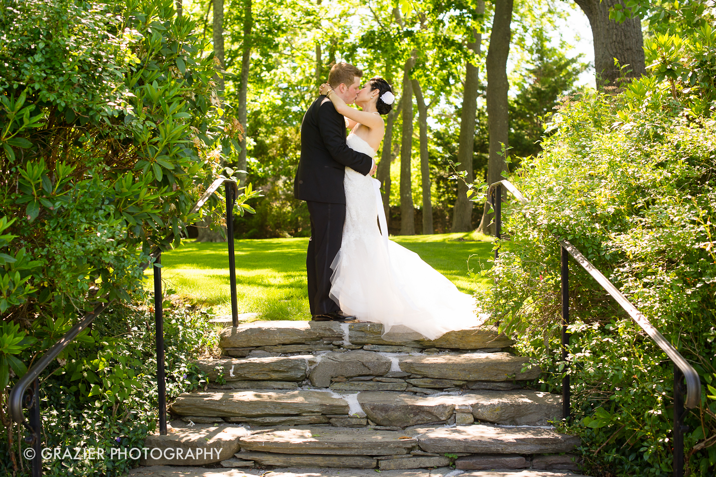 an romantic wedding at The Chanlet at Cliff Walk by Grazier Photography